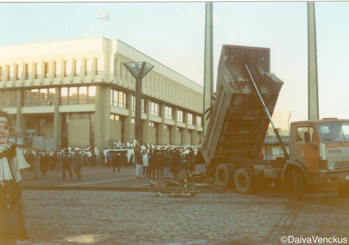 Chapter 19: Truck Delivers Firewood for Citizens Serving as Human Shields to Protect the Parliament Building