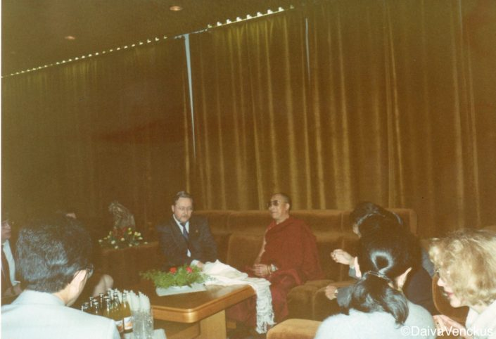Chapter 40: The Dalai Lama meets with Landsbergis