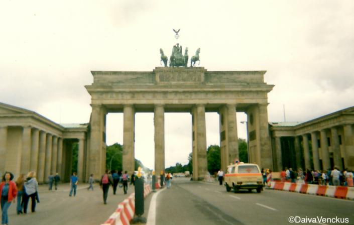 Chapter 41: The Brandenburg Gate in 1992