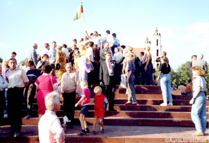 Chapter 39: Citizens Climb the Pedestal Where Lenin Stood Moments Ago