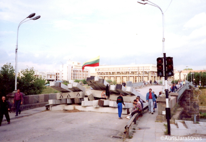 Chapter 32: Parliament Barricades in August