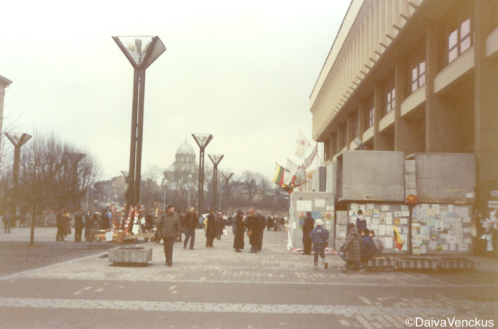 Chapter 19: Barricades in front of Parliament