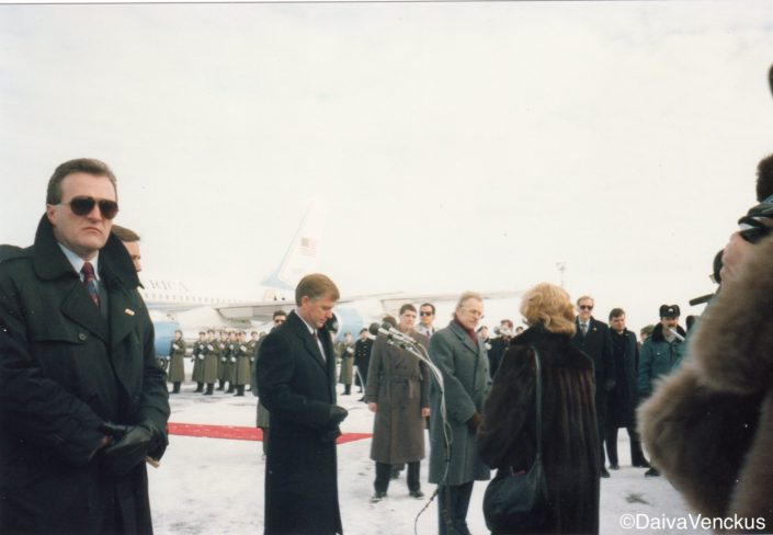 Chapter 39: US Air Force One lands in Vilnius with US VP Quayle